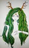 Beeld van een meisje met groen haar en hoornen van een hert op haar hoofd, met een maan op haar voorhoofd royalty-vrije stock afbeeldingen