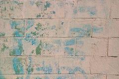 Beeld van een oude bakstenen muur met schil groene verf royalty-vrije stock afbeeldingen
