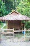 Beeld van een rustieke kust houten plattelandshuisje stock afbeelding