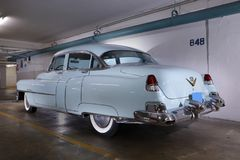 Beeld van een Sedan van 1950 ` s Cadillac in babyblauw Stock Afbeelding