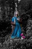 Beeld van een standbeeld van Bernadette die aan Onze Dame van Lourdes bidden stock afbeeldingen