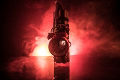 Beeld van een tijdbom tegen donkere achtergrond Tijdopnemer het tellen neer aan ontploffing in schacht het lichte glanzen door di stock afbeeldingen