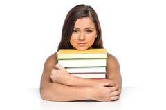 Beeld van glimlachende student met stapel boeken royalty-vrije stock foto's