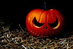 Beeld van Halloween-Pompoengezicht in de duisternisnacht royalty-vrije stock afbeeldingen