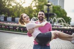 Beeld van hartelijk paar in park bij de wintertijd royalty-vrije stock foto's