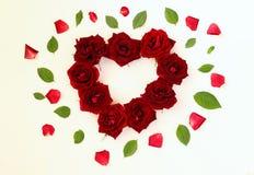 Beeld van hartvorm van rode rozen wordt gemaakt die Stock Foto