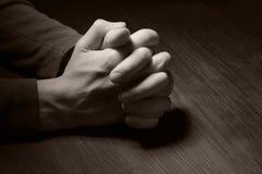 Beeld van het bidden handen Stock Foto's