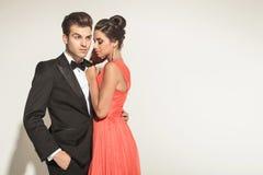 Beeld van het jonge elegante paar stellen Royalty-vrije Stock Afbeelding