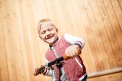 Beeld van jongen met cyclus royalty-vrije stock foto's