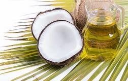 Beeld van Kokosnotenolie voor alternatieve therapie stock foto's
