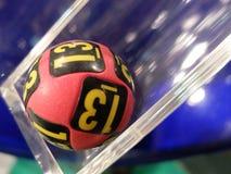 Beeld van loterijballen tijdens extractie Stock Fotografie