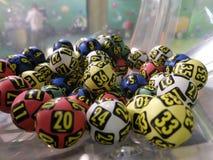 Beeld van loterijballen tijdens extractie Royalty-vrije Stock Foto's