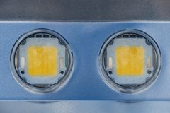 Beeld van metaalpaneel met twee reusachtige lichtgevende dioden royalty-vrije stock afbeelding