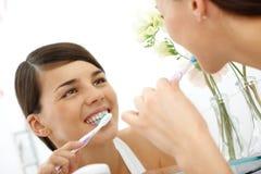 Het behandelen van tanden royalty-vrije stock afbeeldingen