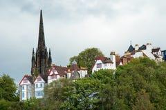 Beeld van oude stad met Heilige Giles Cathedral op achtergrond Stock Foto's