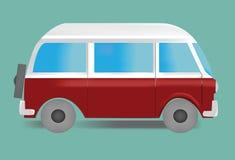 Beeld van ouderwetse minivan in witte en rode kleuren op groene achtergrond Royalty-vrije Stock Foto's