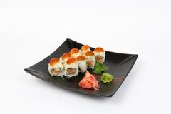 Beeld van smakelijke die sushi met zalm en tomaat worden geplaatst Stock Foto