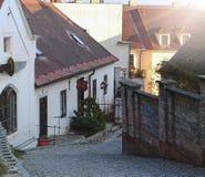 Beeld van smalle straat in Praha Royalty-vrije Stock Afbeeldingen