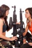 Beeld van twee bewapende meisjes Stock Fotografie