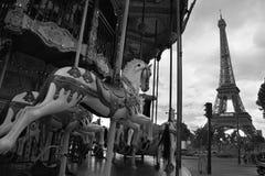 Beeld van uitstekende carrousel dichtbij de toren van Eiffel in Parijs, Frankrijk Royalty-vrije Stock Fotografie
