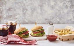 Beeld van verse smakelijke hamburger stock foto