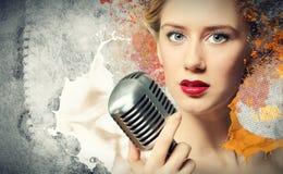 Beeld van vrouwelijke zanger royalty-vrije stock afbeelding