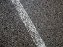 Beeld van witte lijn op asfalt op straat royalty-vrije stock foto's