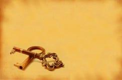 Beeld XXL van twee oude sleutels met retro exemplaarruimte Stock Afbeeldingen
