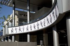 Beelden van de cowboys de beroemde spelers van Dallas op de muur stock foto's