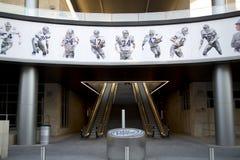 Beelden van de cowboys de beroemde spelers van Dallas op de muur royalty-vrije stock afbeelding