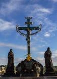 Beeldhouw van St Kruis, Calvary, in Charles-brug, Praag Tsjechische Republiek Royalty-vrije Stock Fotografie