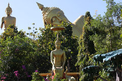 Beeldhouwwerk, architectuur en symbolen van Boeddhisme, Thailand royalty-vrije stock foto
