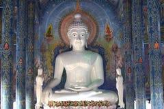 Beeldhouwwerk, architectuur en symbolen van Boeddhisme, Thailand stock afbeelding