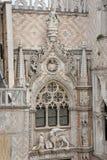 Beeldhouwwerk bij Porta-della Carta van het Dogespaleis, Venetië - Italië royalty-vrije stock foto's