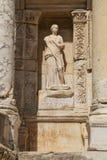 Beeldhouwwerk in de archeologische plaats van oude Ephesus, Turkije Stock Foto's