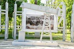 Beeldhouwwerk in de vorm van boorplatforms Stock Fotografie