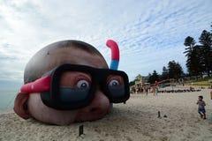 Beeldhouwwerk door de overzeese jaarlijkse tentoonstelling Het Strand van Cottesloe perth Westelijk Australië royalty-vrije stock foto