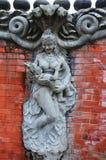 Beeldhouwwerk en de Snijdende Schepselen van de standbeeldengel van Mythe en Legende de stijl van Nepal Stock Foto