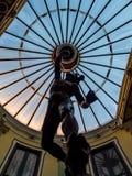 Beeldhouwwerk in glaskoepel Royalty-vrije Stock Afbeeldingen