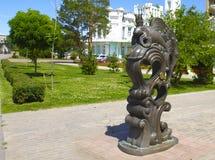 beeldhouwwerk Gouden vissen Royalty-vrije Stock Afbeeldingen