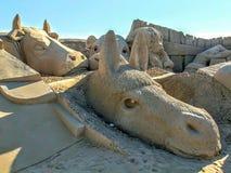 Beeldhouwwerk in het zand stock fotografie