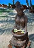 Beeldhouwwerk met bloemen Stock Foto