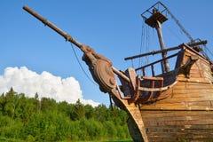 Beeldhouwwerk op de boog van een houten schip Royalty-vrije Stock Foto's