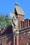 Beeldhouwwerk van bevelhebber Friedrich von Zollern op de Friedland-Poort, 19de eeuw Kaliningrad, vroeger Konigsberg, Rusland royalty-vrije stock afbeelding
