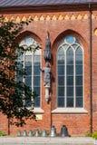 Beeldhouwwerk van bischop Albert en bronsklokken in de Kathedraal van Riga Royalty-vrije Stock Afbeeldingen