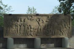 Beeldhouwwerk van Boedha in het park van verrottingsfai stock afbeeldingen