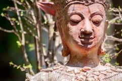 Beeldhouwwerk van buddist Stock Foto's