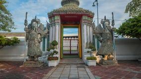 Beeldhouwwerk van de steen het Thais-Chinese stijl en Thaise kunstarchitectuur in de tempel van Wat Phra Chetupon Vimolmangklarar Stock Foto