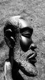 Beeldhouwwerk van een Afrikaanse mens Stock Foto's