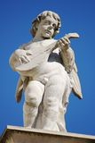 Beeldhouwwerk van een engel met een domra Royalty-vrije Stock Foto